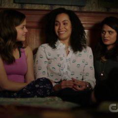Charmed Season 1 screenshot 10