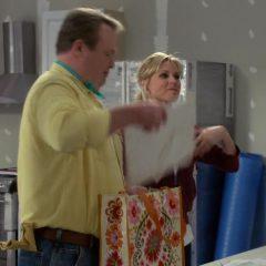 Modern Family Season 11 screenshot 8