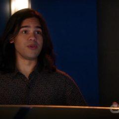 The Flash Season 5 screenshot 6