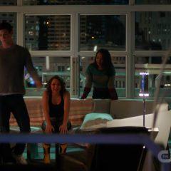 The Flash Season 5 screenshot 4