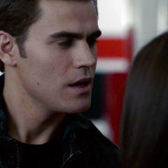 The Vampire Diaries  Season 2 screenshot 2