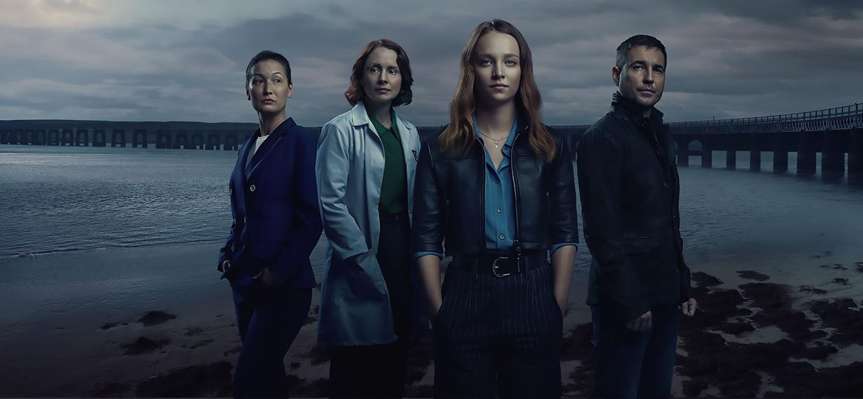 Traces Season 1 tv series Poster